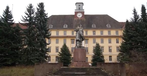 Ein Ausflug in die Vergangenheit: Schüler_innen besuchen die Löwen-Adler-Kaserne
