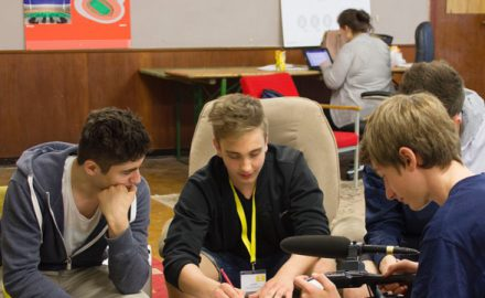 """Bewerbungsphase läuft: Medienworkshop """"Politik-Talk"""" für Schüler_innen"""